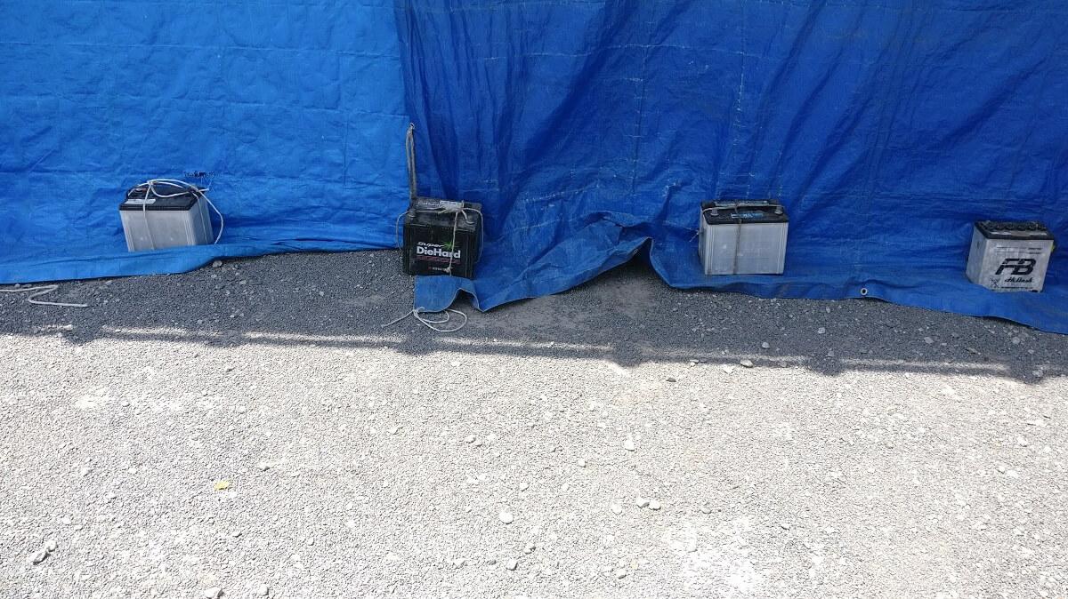 Die kuriosesten Dinge in Japan: Autobatterien als Befestigung