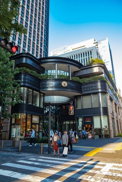 Eingang zum Marunouchi Park Building, Tokyo, Japan