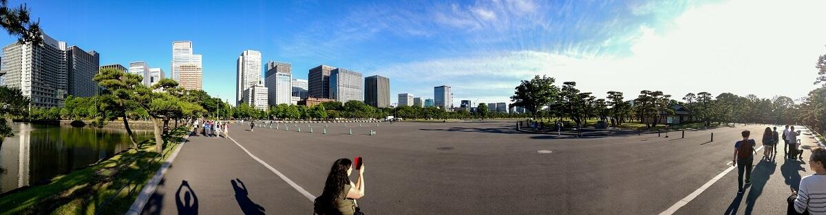 Panorama des Kokyo Gaien National Park mit den Wolkenkratzern von Uchinomiya im Hintergrund, Tokyo, Japan