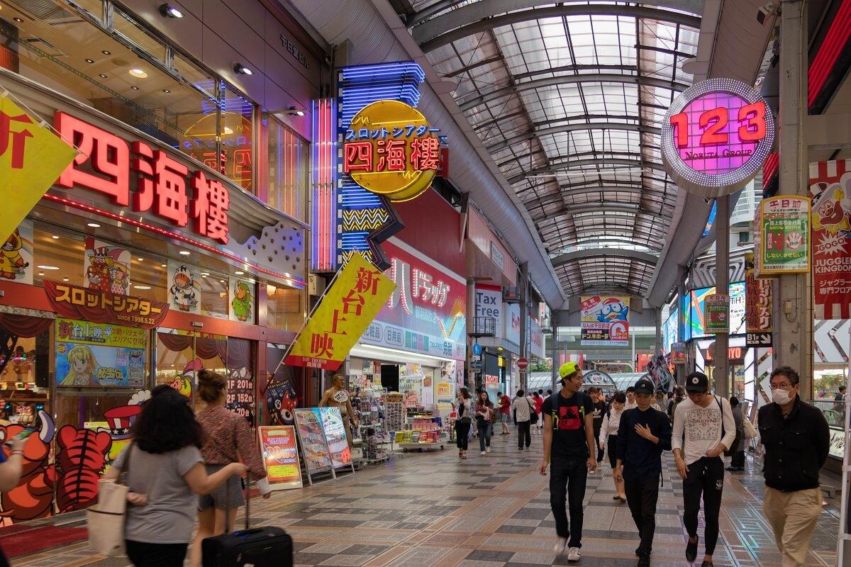 Die kuriosesten Dinge in Japan: Werbung ist bunt