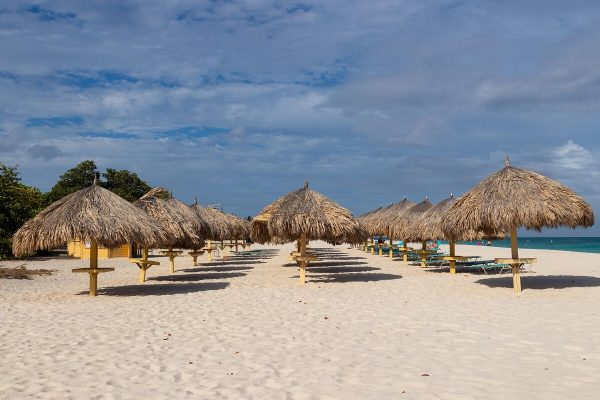 Palapas Eagle Beach Aruba Sonnenschirme Strand